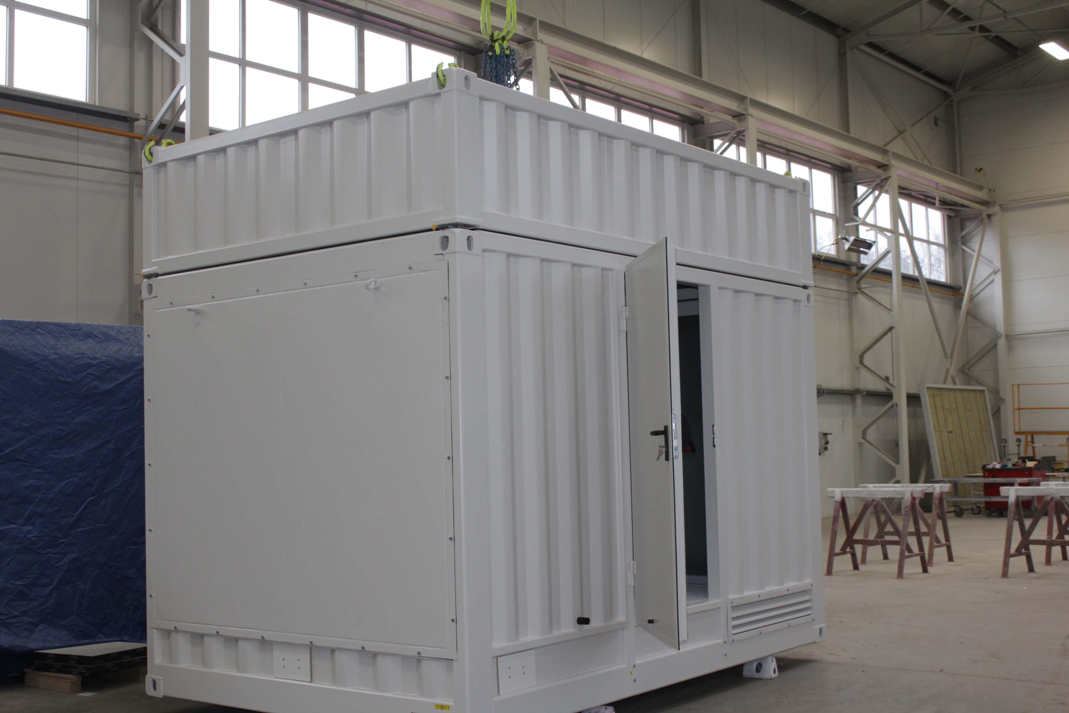 Container zur Erzeugung von Wasserstoff, ausgestattet mit abnehmbarerer Haube, Wettergittern, Türen, Auskleidung